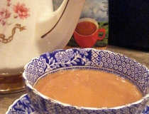 Tangawizi chai with teapot and teacup